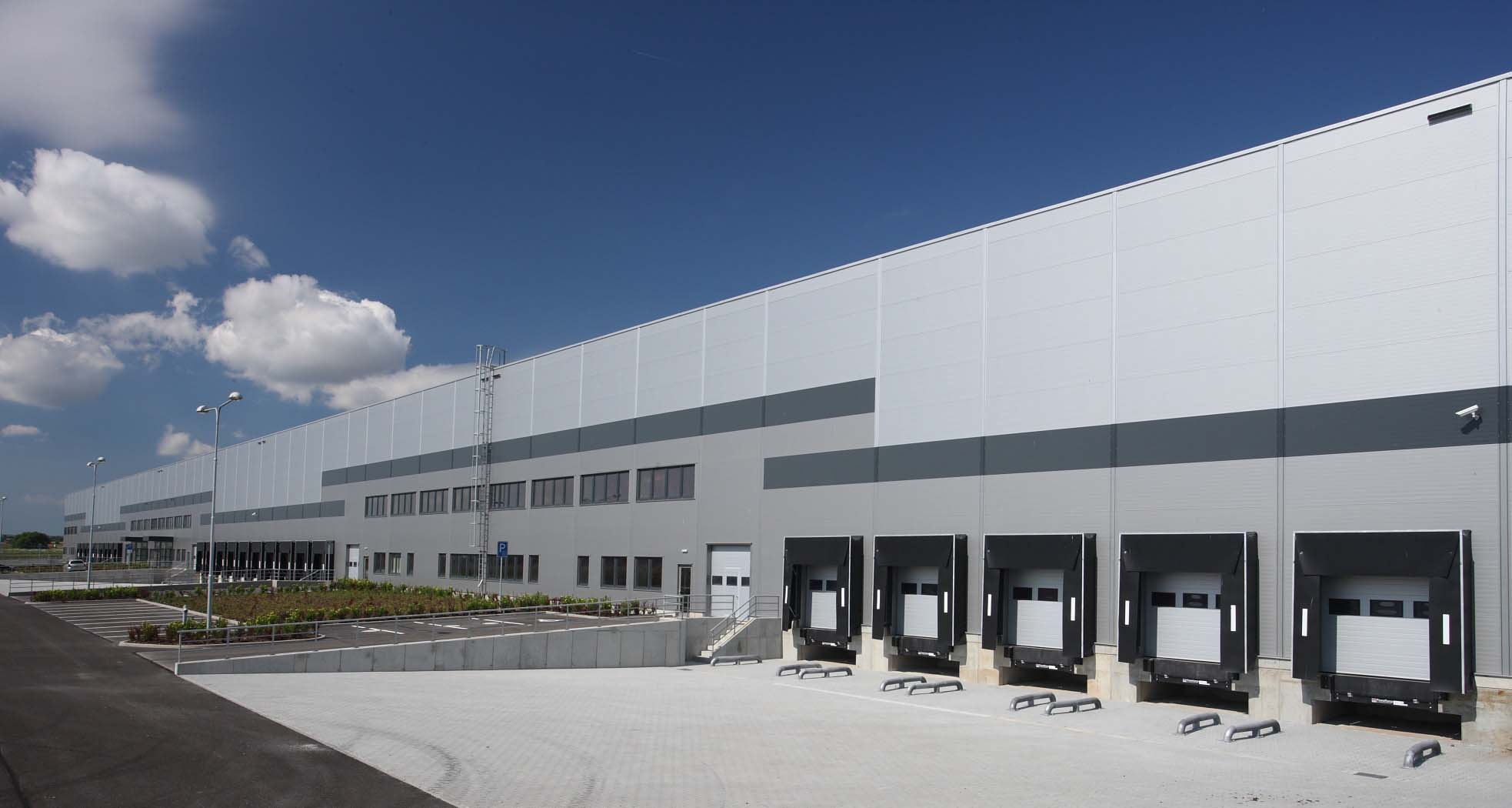 Large Warehouse with Dock High Docks, Links to Site Help